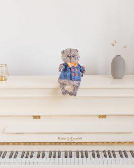 Мягкая игрушка Басик в синей куртке и с бантом