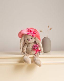 Мягкая игрушка Зайка Ми в бархатной шляпе с букетиком